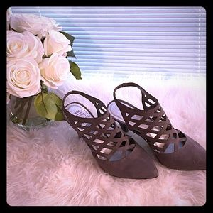 Grey medium heel